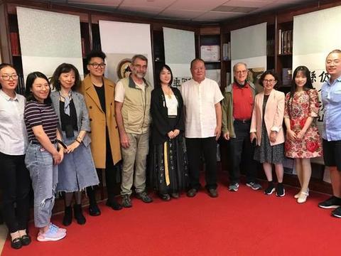 艺术家马孟杰、马丽亚父女在美国讲学办展传播中国文化