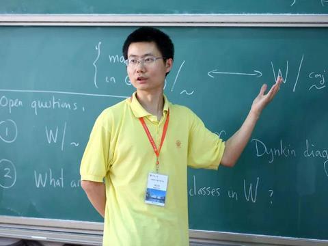 他从小在奥数屡次获奖,保送北大,成普林斯顿博士、耶鲁大学教授