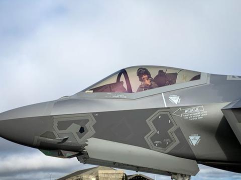 俄罗斯有麻烦了,意大利空军向冰岛派出豪华阵容,6架隐形战机