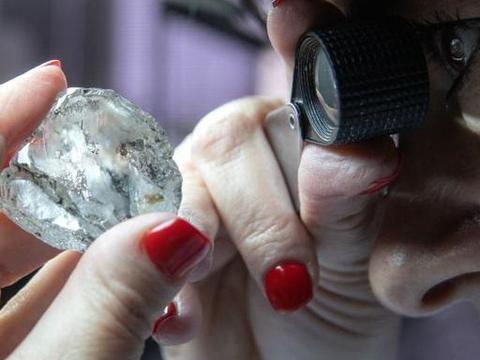 钻石中发现新矿物戈尔德施密特石,稀土含量高