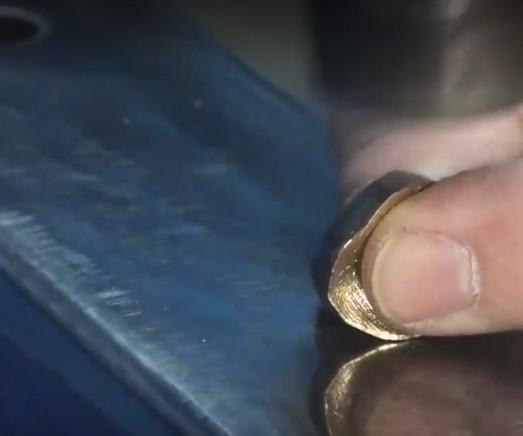 男子用1元硬币打造戒指送女友,10年后价值猛翻好几倍!