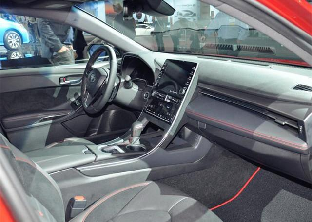 """最帅丰田""""亚洲龙""""亮相,红色车身+运动包围,配V6自吸发动机!"""