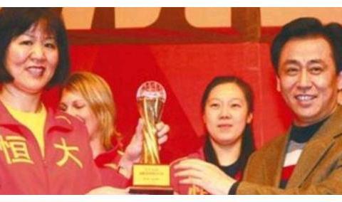 中国女排夺冠后二马送上物质奖励,但都不及许家印对女排做的贡献