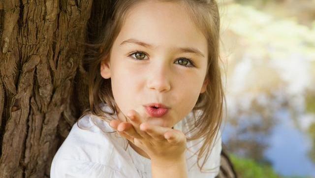 """孩子总是要""""物质奖励"""",父母得注意把握""""度"""",别把孩子变自私"""