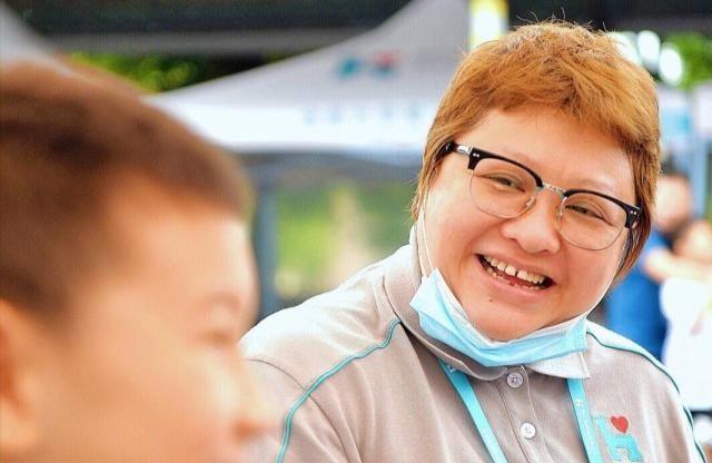 韩红被传捐款破产,前后收养100多名孤儿,明星从不按颜值打分