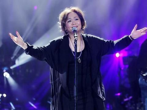 香港殿堂级歌手杜丽莎外籍老公曝光,恩爱如初越来越有夫妻相了