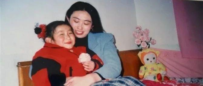 泪崩!江歌妈妈安慰章莹颖爸爸:我劝你坚强,却不知该如何坚强。毁掉父母,到底有多容易?