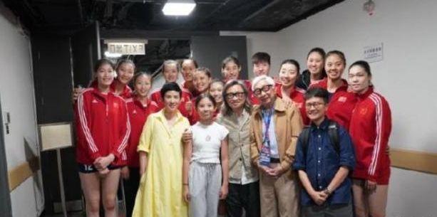 女排十美拍摄《中国女排》,为啥美女队长魏秋月和杨方旭却缺席?