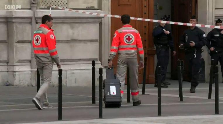 """巴黎4名警察被同事捅死 袭击者曾""""精神病发作"""""""
