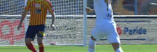 半场-姆希塔良抢眼科拉罗夫造威胁 罗马客场暂0-0莱切