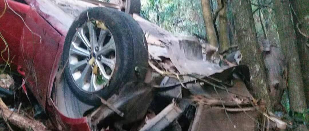 汽車墜崖全車人這個動作救命 贛州警方發返程緊急提醒