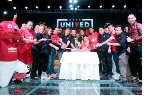 曼联传奇人物罗尼·约翰森称马来西亚球迷的支持令人感到温暖
