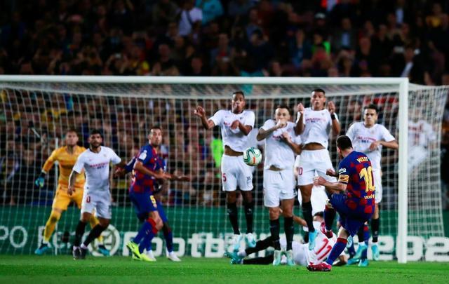 梅西破门振臂高呼!8万球迷疯狂庆祝,巴尔韦德又笑又跳像个孩子