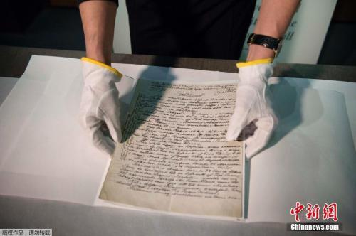 资料图:瑞典诺贝尔博物馆展出阿尔弗雷德·诺贝尔的遗嘱手稿。