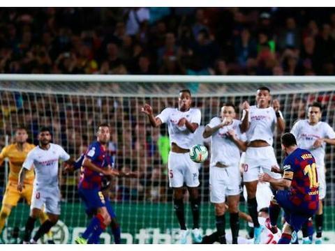 梅西满血归来导演4-0!诺坎普8万球迷振臂高呼,巴尔韦德跳了起来