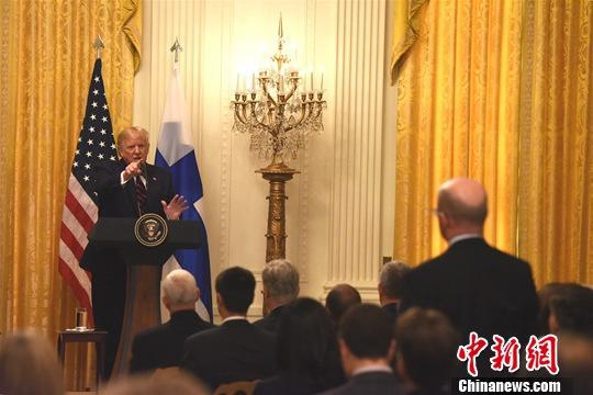 """資料圖:當地時間10月2日,美國總統川普在白宮抨擊對他的彈劾調查,稱他與烏克蘭總統澤連斯基的通話是""""完美""""的,國會民主黨所爲是一場""""最大的騙局""""。中新社記者 陳孟統 攝"""