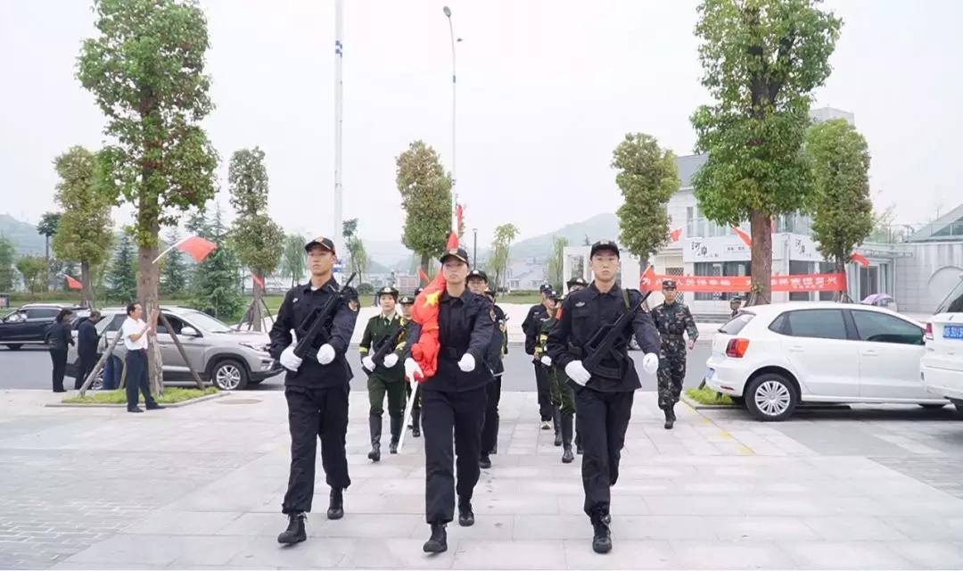 向祖国致敬!恒和集团&秦巴明珠车世界举行国庆升旗仪式
