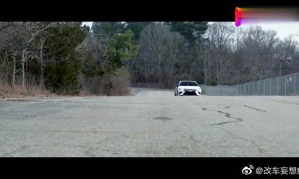 视频:运动感性能范儿大增,TRD改装丰田凯美瑞!真的是魔改啊!