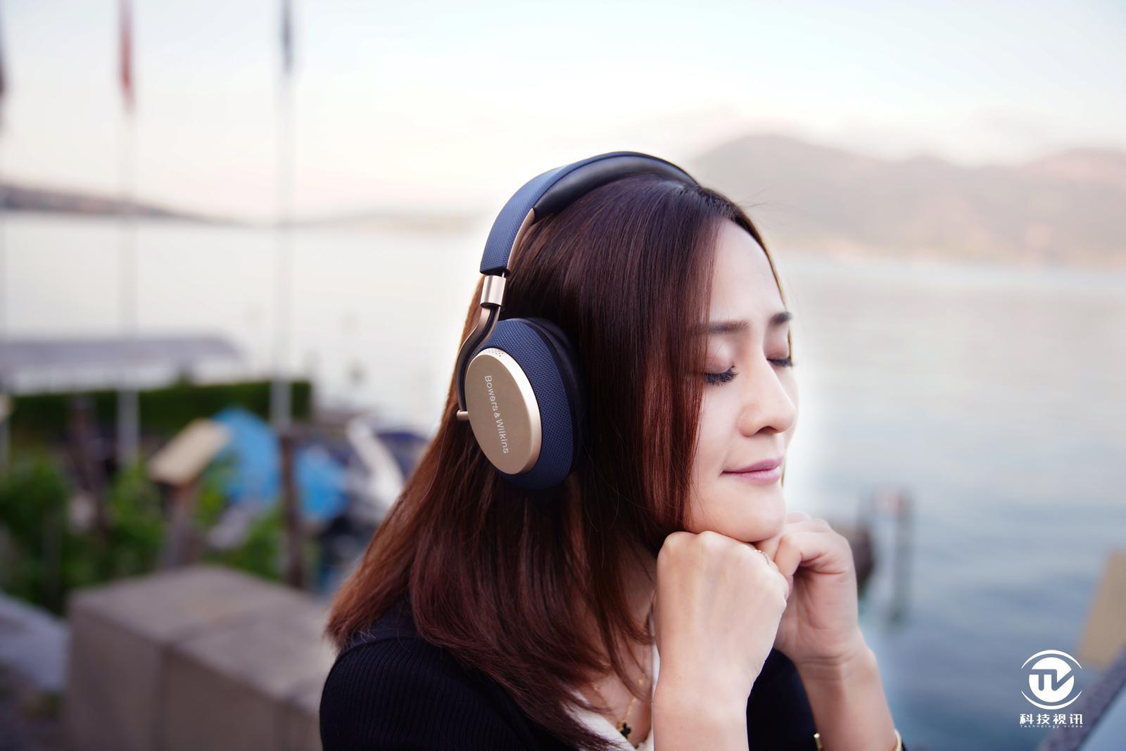 精彩瑞士行 宝华韦健2019款PX智能降噪耳机陪伴左右