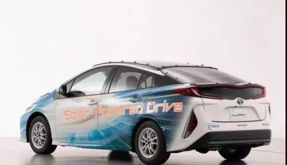 晒一天太阳就能跑50多公里,丰田太阳能混合动力汽车发布