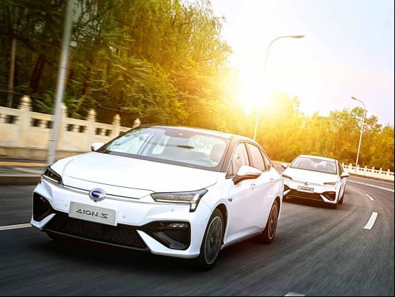 号称中国最高科技的豪华车,同等价位找不出任何竞品。