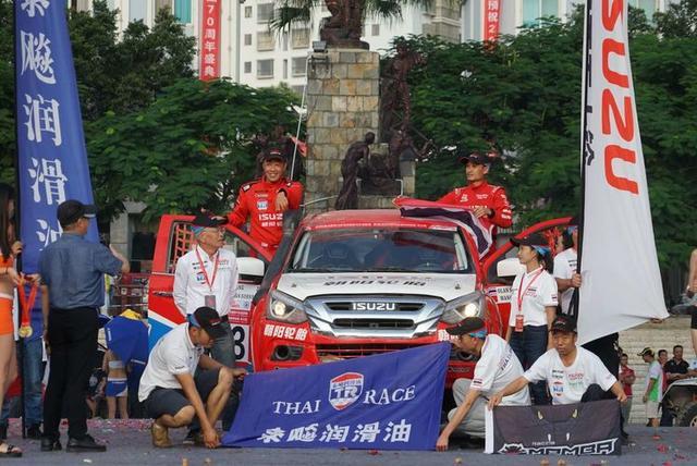 五十铃车队中泰赛员携手再战东川 再次斩获T2组国内外所有奖项