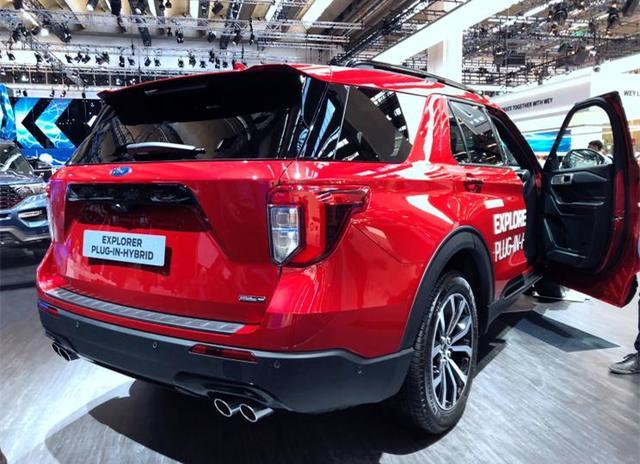 """福特""""颜值王""""亮相,红色车身,四出排气,3.0T引擎油耗仅3.4升"""