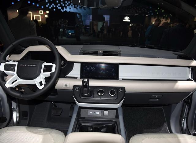 路虎最男人的SUV回来了,造型方正大梁没了,国外售价30.74万起