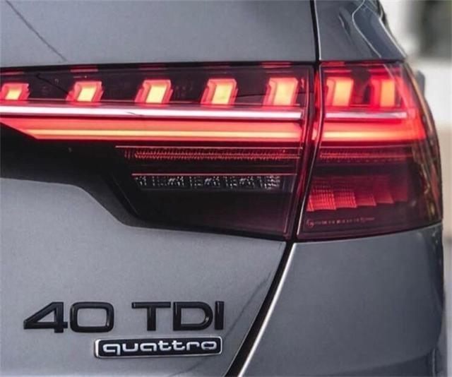 新款奥迪A4到店实拍,网友说比现款好看多了!你看呢?