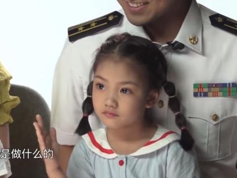 想爸爸了怎么办?两个小海娃的回答很天真:爸爸每天都在打海盗!