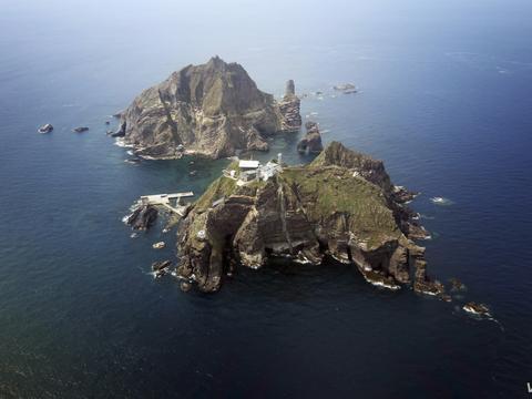 韩国战机绕飞独岛好几圈,日本蠢蠢欲动,韩军高层:最严厉应对!