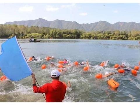 杭州·富阳富春江公开水域游泳挑战赛举行