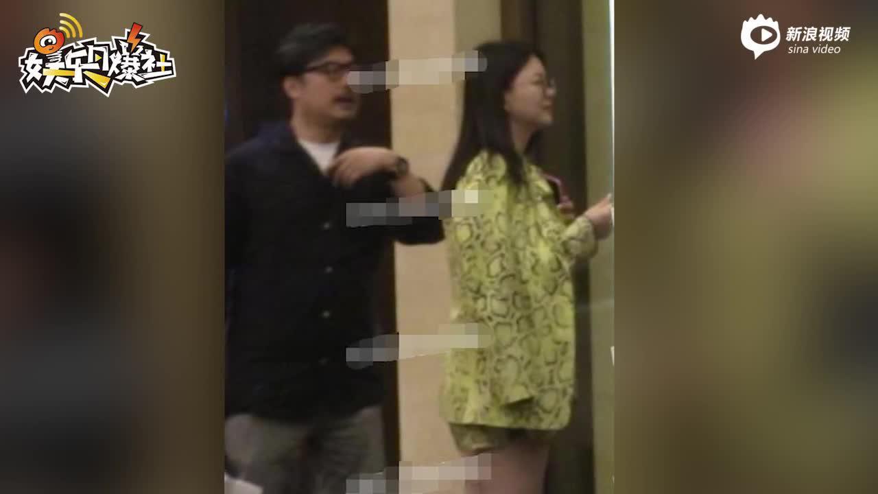 王岳倫一家三口國慶聚餐 打扮闊氣的李湘身材更加豐腴了