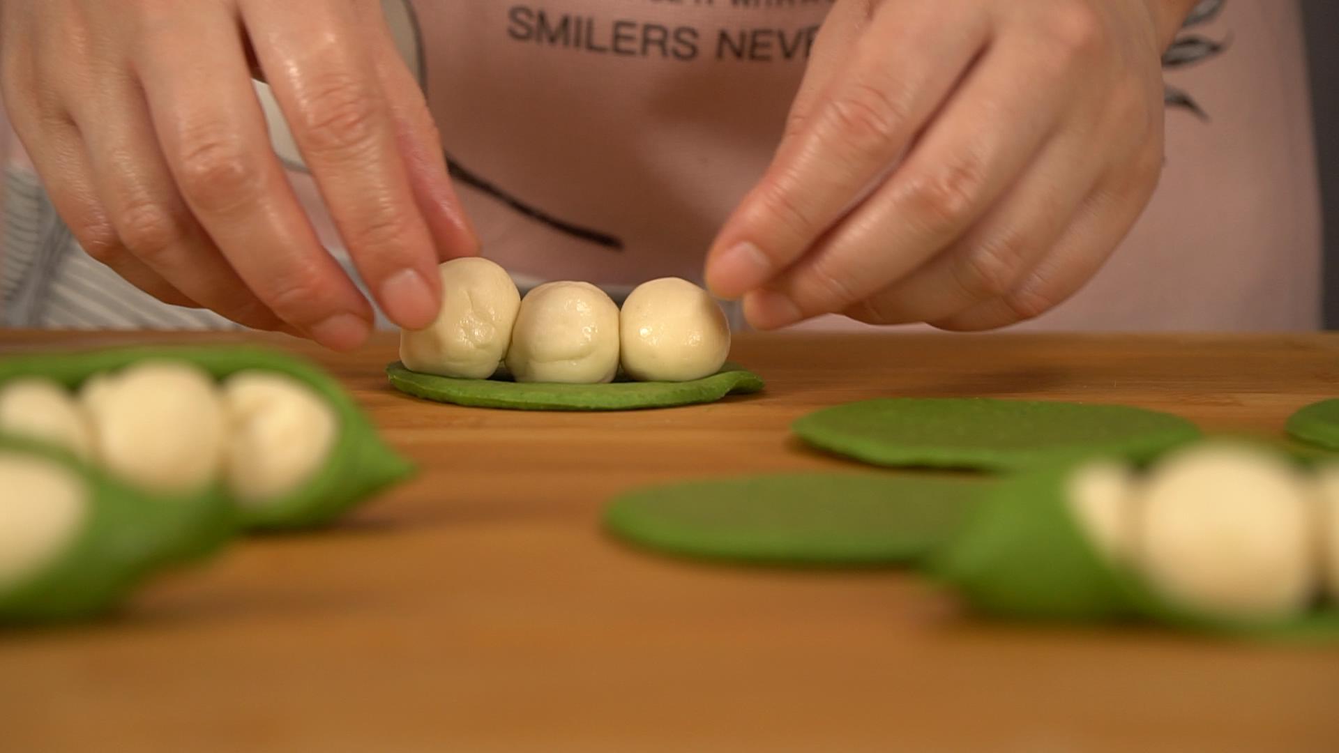 「宝宝食谱」造型可爱的豌豆荚馒头,给宝宝的食物凹个造型吧