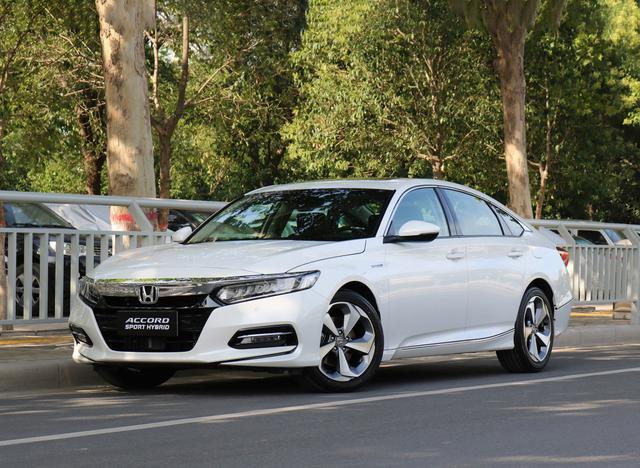 注重油耗的有福了,这3款轿车加满1箱能跑1000km,最低百公里1L