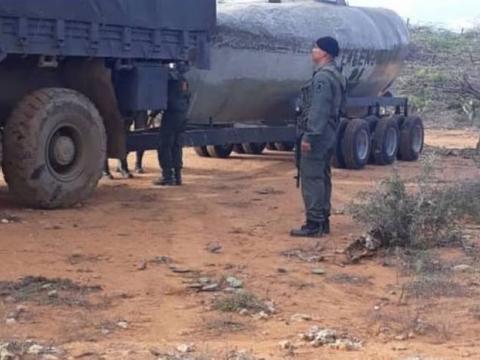 委内瑞拉国民警卫队立功了,缴获一艘贩毒潜艇,可装3吨可卡因