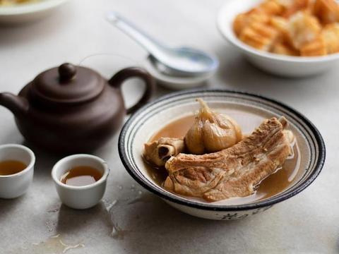 马来西亚黑汤还是新加坡白汤,探寻东南亚肉骨茶起源之谜?
