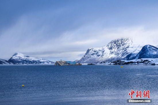 北极超级游艇外形似冰山 配备天文台和游泳池