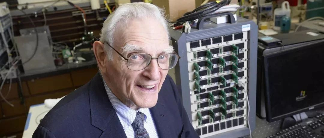 """励志!97岁""""足够好""""老爷爷获诺贝尔化学奖,让我们拿起手机致敬!"""