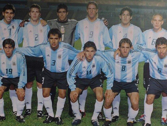 孔卡晒阿根廷青年队照片 小马哥萨巴莱塔在列