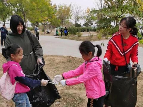 青岛滨海学校2019级5班垃圾分类捡拾社会实践活动圆满举行