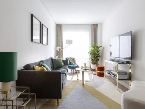 买下合肥60平单身公寓住,厨房直接挪到玄关,一进门就有家的温馨