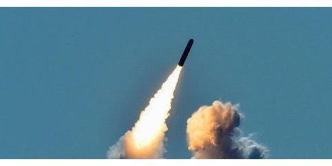又一个马航mh17?客机与核导弹空中擦肩而过,导弹在眼前两级分离