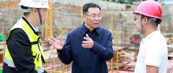 李保芳调研茅台医院和文体中心项目建设情况