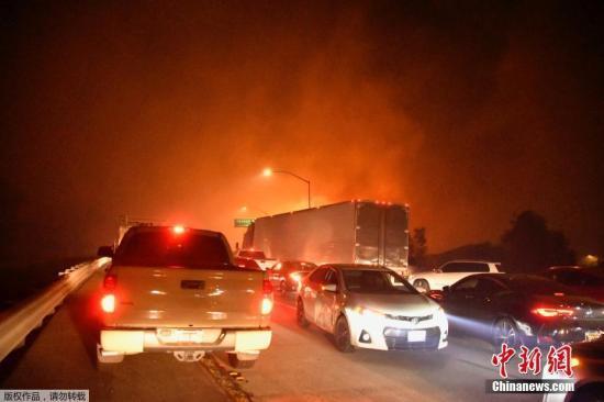 美加州遭野火侵袭火海映红天空 1