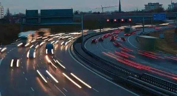 """国内将迎来首条""""不限速高速"""",没有收费站,1小时跑完161km"""