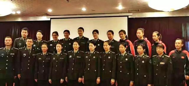 女排四名世界冠军穿军装!帅出新境界,军运会八一女排直指冠军