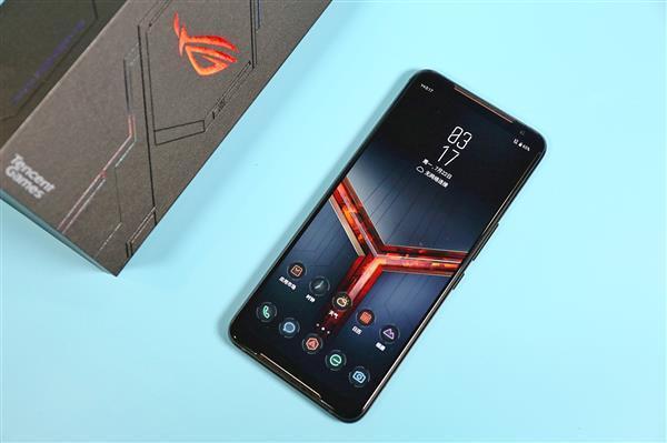 华硕ROG游戏手机年内出货40万部 占电竞手机一半份额
