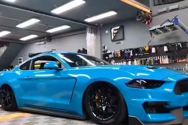 视频:Mustang AX迈阿密蓝装贴作业完成。
