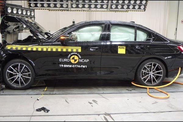视频:汽车视频:全新BMW 宝马3系多重安全测试
